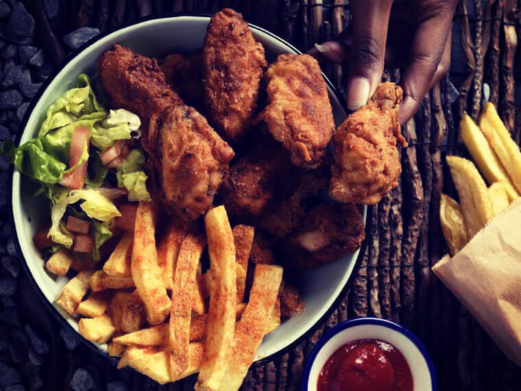 Deep fried chicken wings with paprika drizzled golden chips